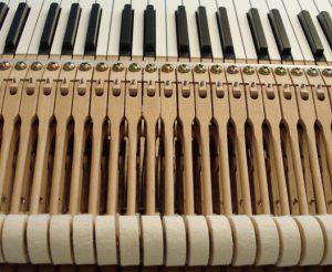Alignement et jours de marteaux sur un piano à queue