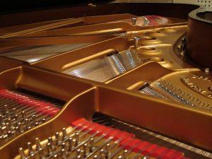 Cadre en fonte et chevillage de piano à queue