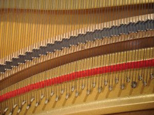 Pointes d'accroche et chevalet de piano droit