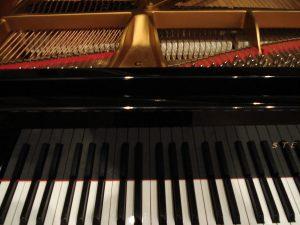 Clavier de piano vu de face