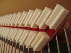 Etouffoirs de basses de piano droit