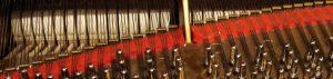 Alignement des marteaux d'un piano à queue