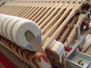 Marteau et chevalet d'une mécanique de piano à queue