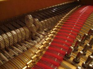 Marteau levé d'une mécanique de piano à queue