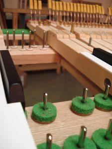 Pointes et mouches d'enfoncement de piano