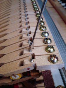 Réglage de la rechute d'un piano à queue