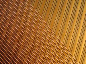 Cordes croisées d'un piano droit