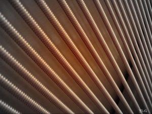 Cordes de basses d'un piano droit