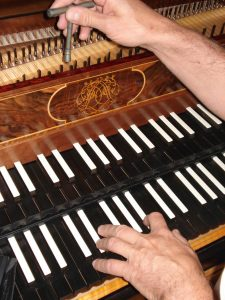 Accord de clavecin touches noires